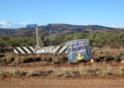 Indigenous designed sign - Southaustralian part of Gunbarrel Highway
